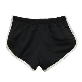 Къси панталони в черен цвят с бял кант