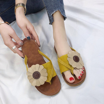 Γυναικεία σανδάλια με floral μοτίβα