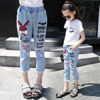 Μοντέρνα παιδικά τζιν για κορίτσια με ελαστική μέση και εφαρμογές ... b45fdded83d