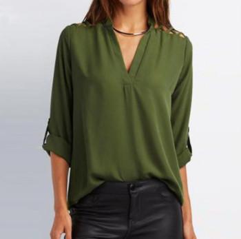 Свободна дамска риза с V-образно деколте в два цвята