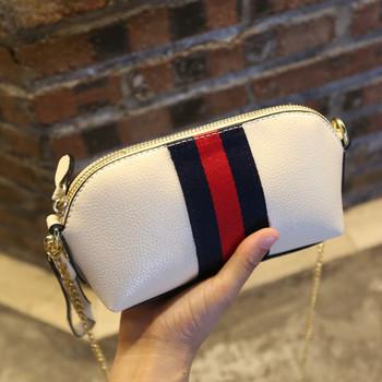 Μοντέρνο γυναικείο πορτοφόλι με φερμουάρ και μακρά αλυσίδα