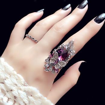 Дамски голям пръстен с декорация и камъни