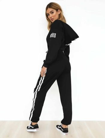 Дамски спортен комплект широк модел - къс суичър с качулка и анцуг с висока талия