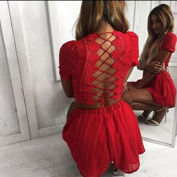Дамски комплект в два цвята - къса тениска с отворен гръб и къси панталони с висока талия