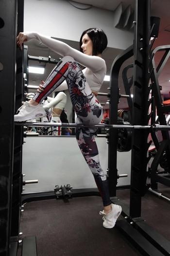 Дамски спортен клин с висока талия и цветна щампа