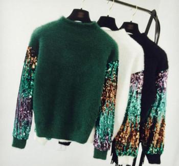Модерен дамски пуловер с пайети по ръкавите