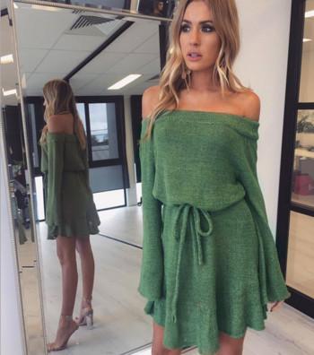 53deeabc06c8 Σύντομο γυναικείο φόρεμα με πεσμένους ώμους και ζώνη μέσης - Badu.gr ...