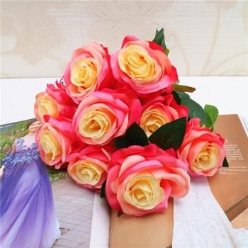 Декоративен букет от рози