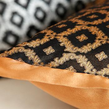 Калъфка за възглавница в два цвята с бродерия