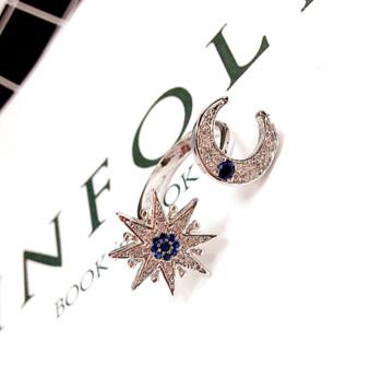Модерен дамски пръстен с декоративни малки камъни в златист цвят