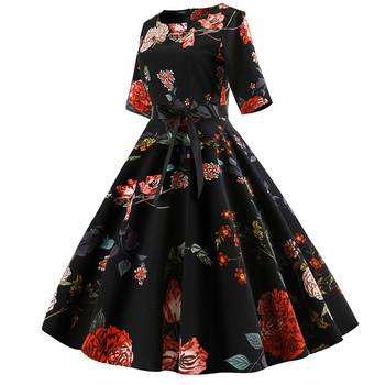 Ефирна дамска рокля с 3/4 ръкав разкроен модел с флорални мотиви