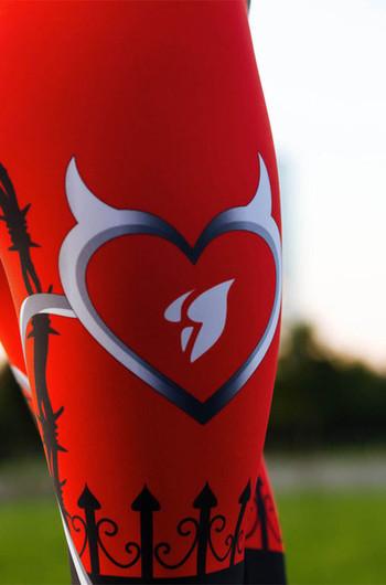 Дамски спортен клин в червен цвят с мотиви