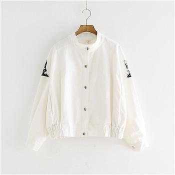 Λεπτό ανδρικό μπουφάν σε λευκό με εφαρμογή και επιγραφή στην πλάτη