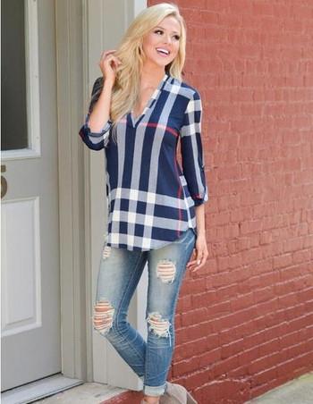 Модерна дамска блуза  с V-образно деколте в няколко цвята