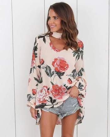 Стилна дамска блуза асиметричен модел  с флорален десен