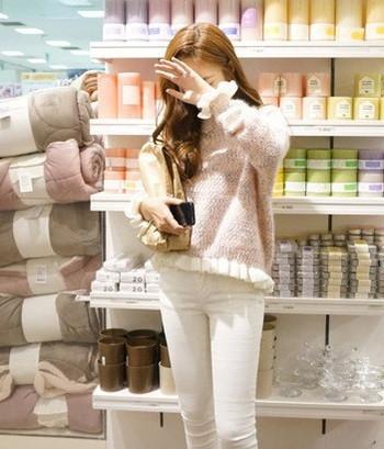 Нежен дамски пуловер с О-образна яка в 2 цвята