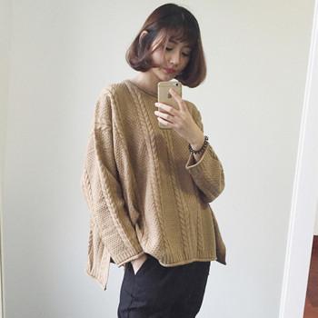 Модерен дамски плътен пуловер - широк модел