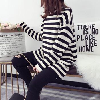 Дамски плътен раиран пуловер с яка тип поло - 2 цвята