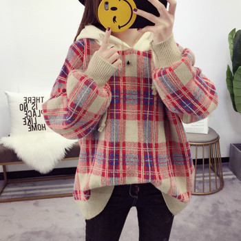 Дамски кариран пуловер с качулка - свободен модел