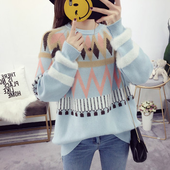 Дамски свободен пуловер с шарен десен
