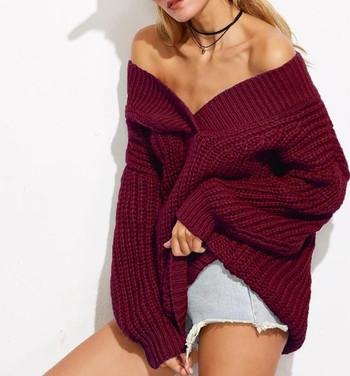Дамски пуловер свободен модел с V-образно деколте